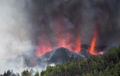 La erupción en Cumbre Vieja ya tiene siete bocas por las que emana la lava y la roca