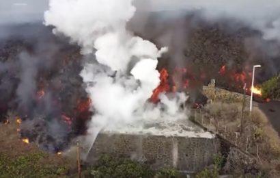 Las desoladoras imágenes del inmenso río de lava devorando viviendas enteras