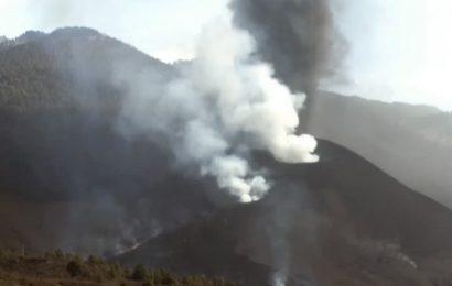 Rescatan a cuatro personas que se acercaron demasiado al volcán en erupción
