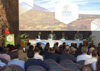 El futuro de la gestión de residuos y el reciclaje se debate en Granadilla