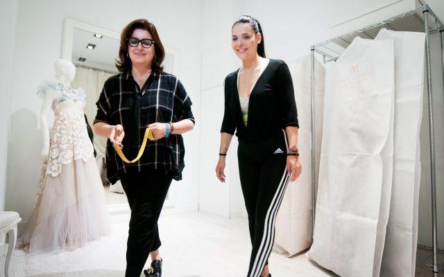 Saida Prieto con María, de Marco y María, en prueba de vestuario para la Gala Inaugural | Foto: Fran Pallero