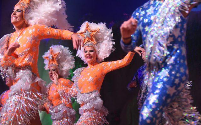 Saida actúa con Los Cariocas durante el concurso de comparsas | Foto: Sergio Méndez