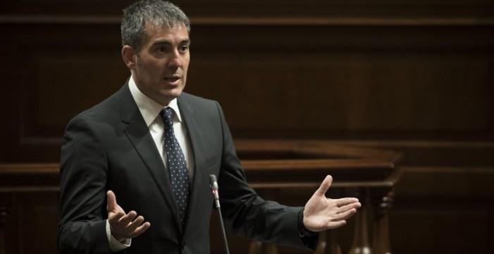 Resultado de imagen de Clavijo defiende la aprobación de la Ley del Suelo en el Parlamento