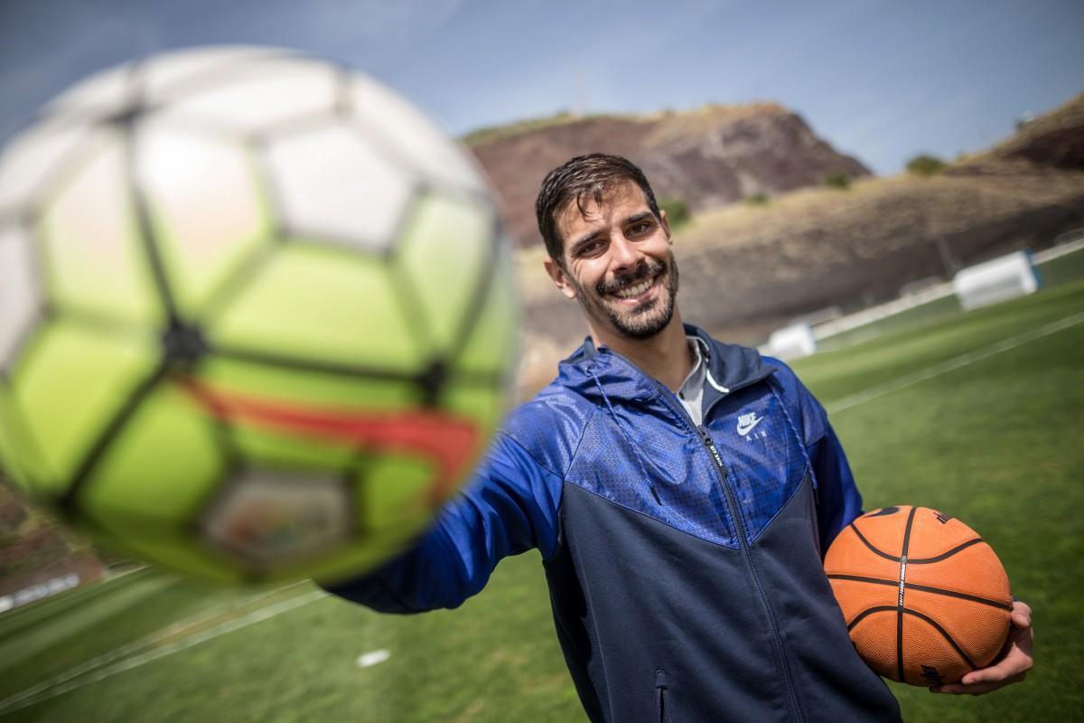 El jugador nacido en Venezuela optó finalmente por el balón de fútbol, aunque siente pasión por el mundo de la canasta. Andrés Gutiérrez