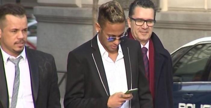 El Barça y Neymar, al banquillo por el fichaje del jugador brasileño