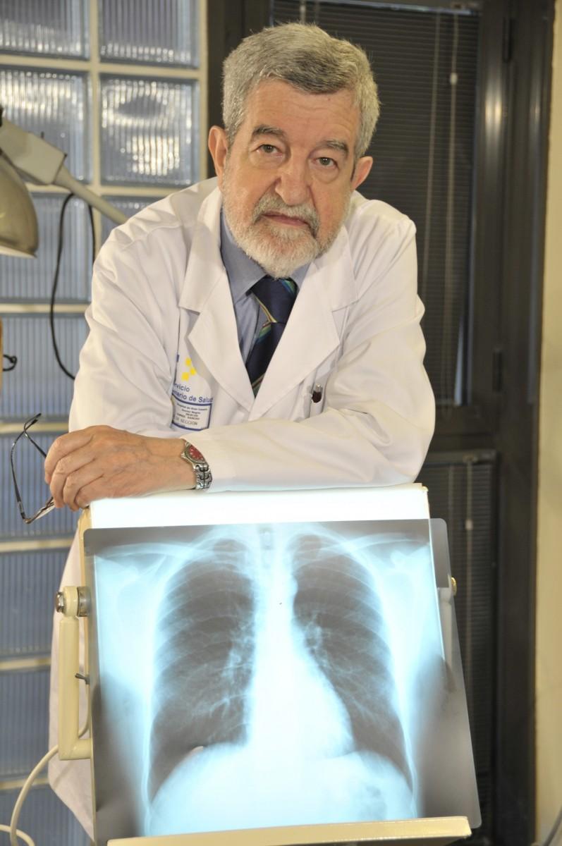 El doctor Sancho es uno de los mayores especialistas del país en cuidados paliativos. / DA