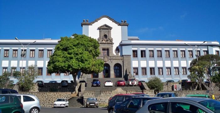 El Gobierno de Canarias empieza a pagar casi 4.000 becas universitarias