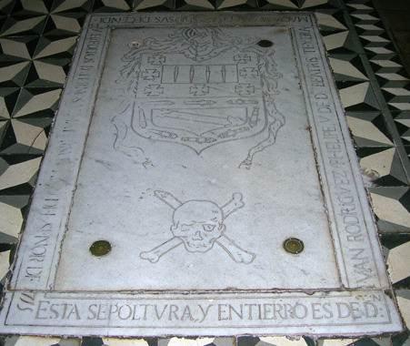 Está enterrado en Santo Domingo, en La Laguna. DA