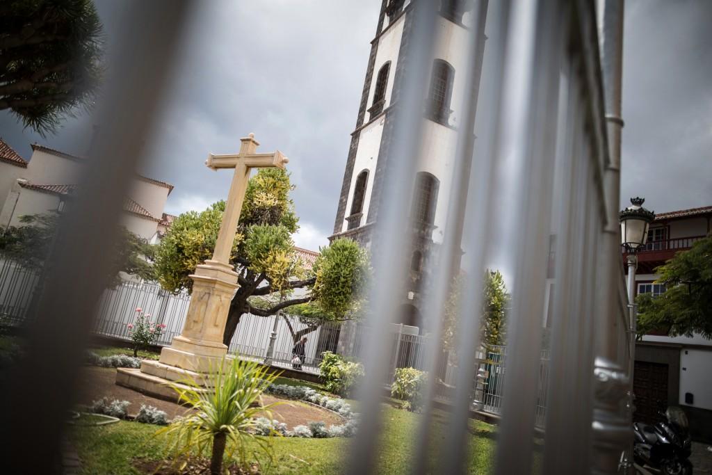 La Cruz de Montañés se ubica en la plaza de la iglesia de La Concepción. / Andrés Gutiérrez