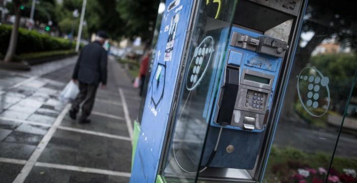Las cabinas telefónicas, en peligro de extinción: caras de mantener y cada vez menos utilizadas