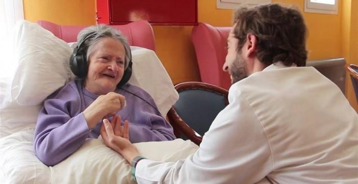 Un matrimonio valenciano dona el dinero de un cumpleaños para investigar el Alzheimer