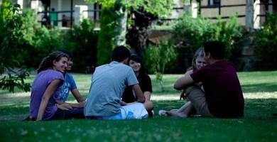 El número de jóvenes españoles que estudian en el extranjero crece un 46% en diez años