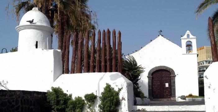 Velas y linternas para reclamar que se ilumine la ermita San Telmo y su entorno