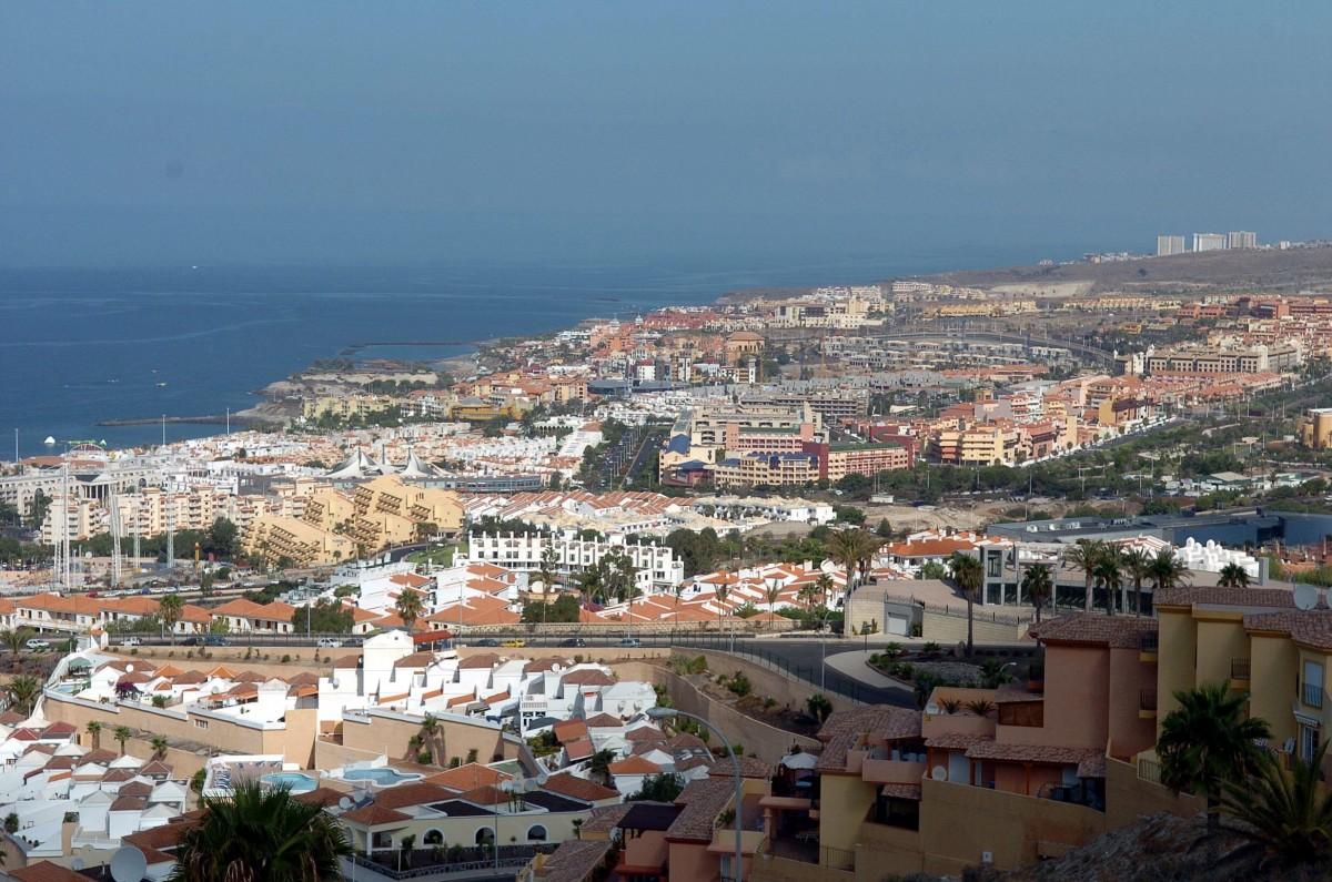 Canarias aprob nuevas camas hoteleras durante la for Camas tenerife