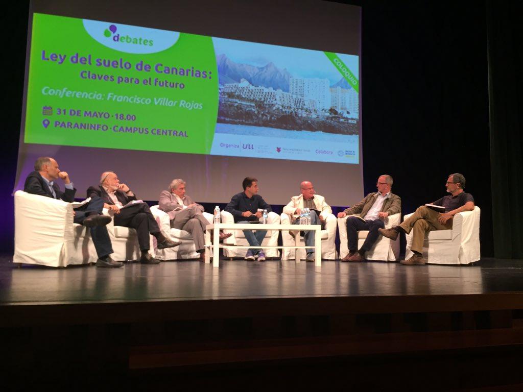 Debate celebrado en el Paraninfo de la ULL sobre el anteproyecto de la Ley del Suelo. / DA