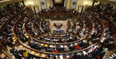 Diputados canarios cargan contra el Gobierno y exigen la aplicación inmediata del descuento para residentes