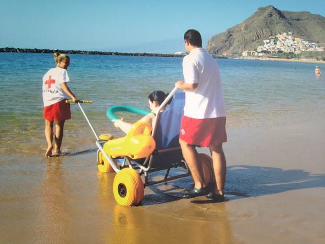 Baño Adaptado Cruz Roja: el servicio de transporte adaptado hasta la playa – Diario de Avisos