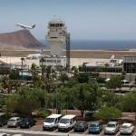La denominación del principal aeropuerto de la Isla se remonta a noviembre de 1978. Abajo, el edil Félix Hernández. DA