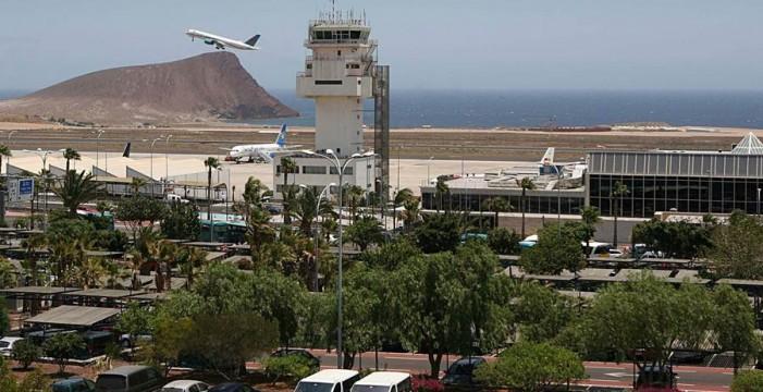 Un vuelo procedente de Manchester pide a la policía que acuda a su llegada a Tenerife Sur