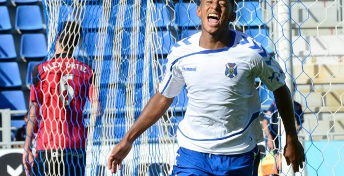 El CD Tenerife gana 3-2 al Rayo y sale del descenso