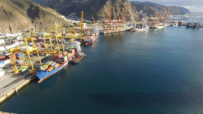 Aumenta un 8 el tr fico de mercanc as en el puerto de for Gimnasio santa cruz de tenerife