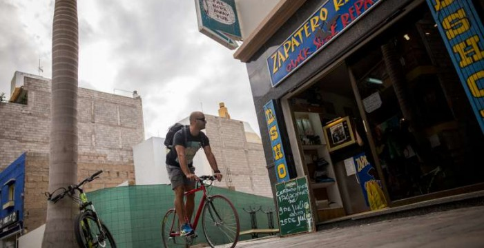 Los comerciantes del centro de Los Cristianos estudian peatonalizarlo
