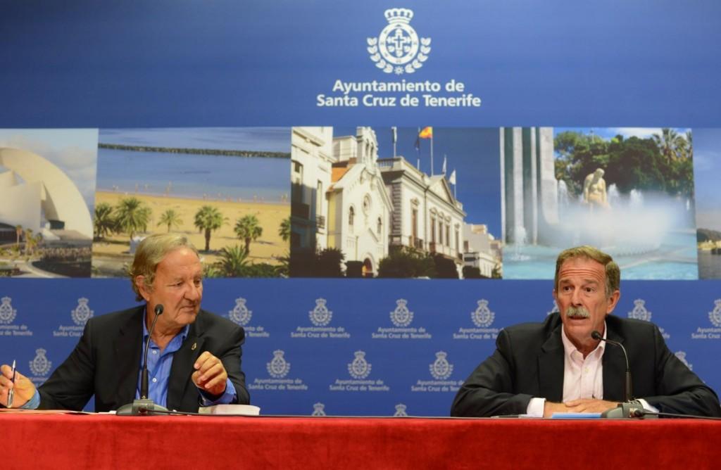Guigou y Guimerá, cuando eran concejales del Ayuntamiento santacrucero./ SERGIO MÉNDEZ