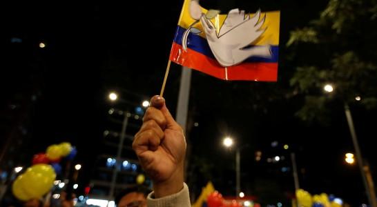 Gobierno y FARC sellan el fin a 50 años de guerra en Colombia