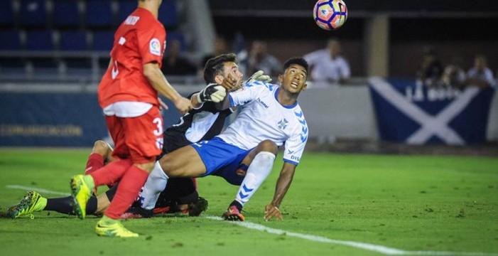 El CD Tenerife no gana ni contra once ni contra diez