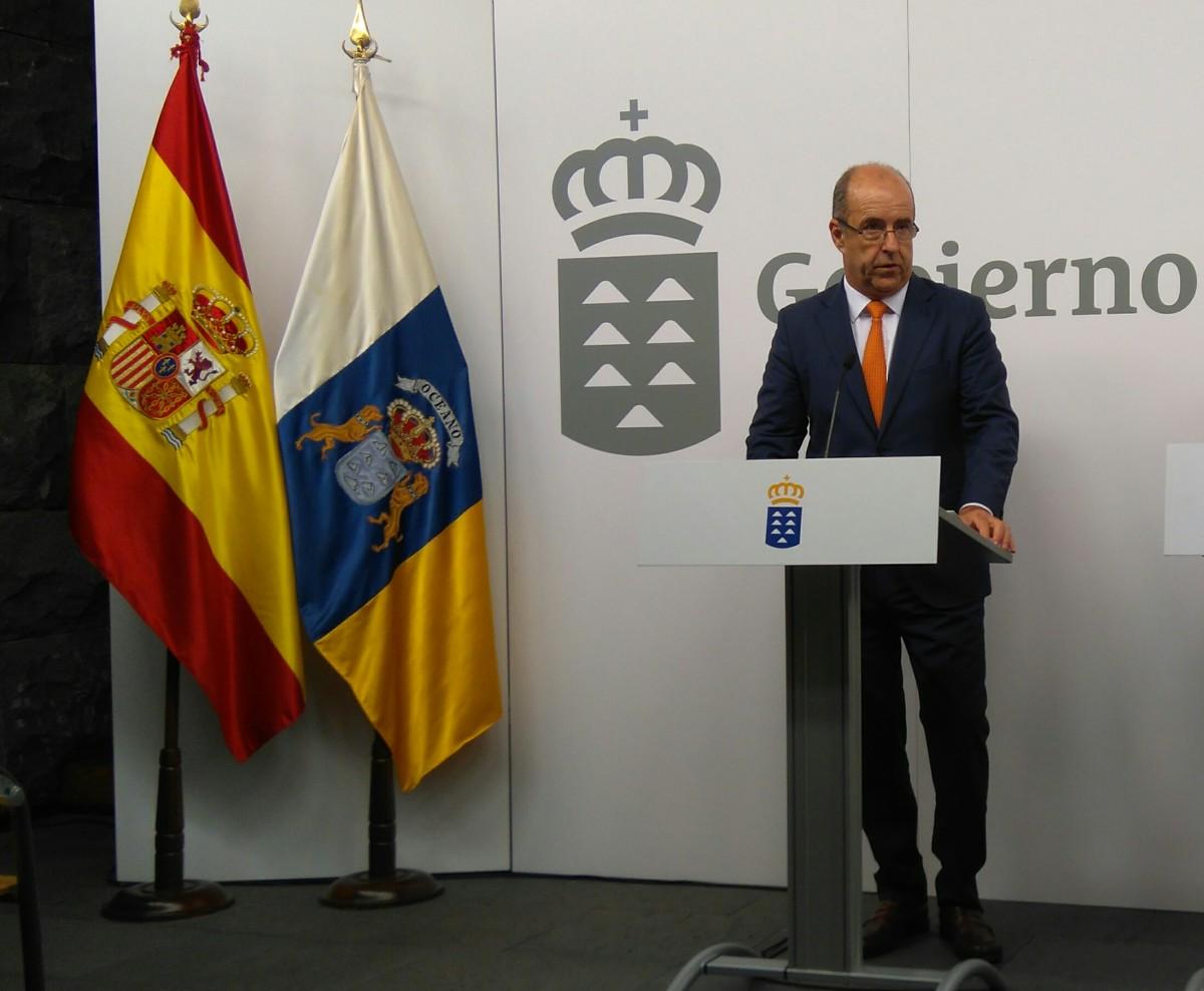 Pedro Ortega, consejero de Economía e Industria, durante la rueda de prensa posterior al Consejo de Gobierno. / DA