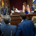 La Mesa del Parlamento de Canarias consulta con los portavoces de los grupos. / FRAN PALLERO