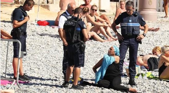 La policía francesa obliga a una musulmana a quitarse el
