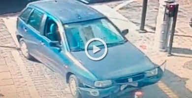 Choca su coche en Santa Cruz y huye del lugar