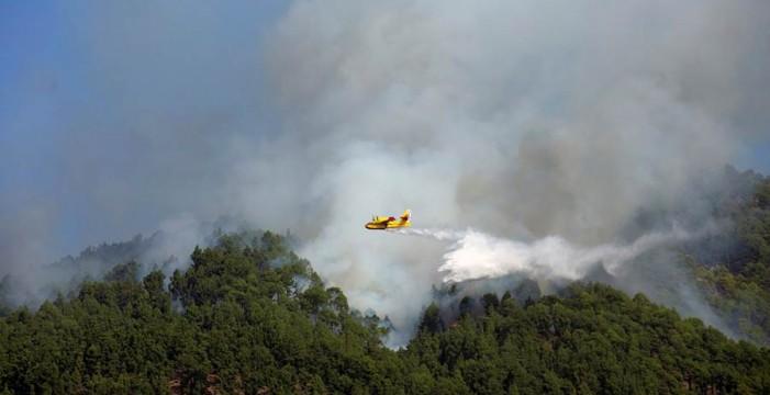 El fuego de La Palma está estabilizado pero no controlado y persiste el riesgo
