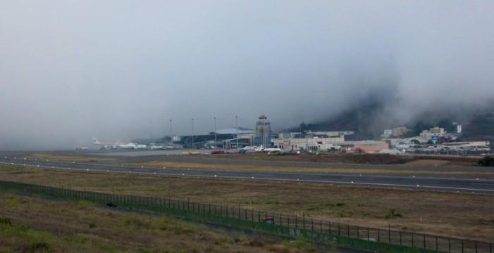 Desviados cinco vuelos a Tenerife Sur por niebla en Los Rodeos