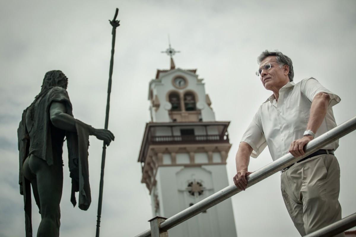 Octavio Rodríguez Delgado, en la plaza de la Basílica, junto a la estatua de un mencey. / ANDRÉS GUTIÉRREZ