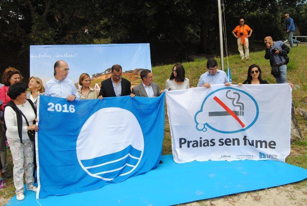 Una veintena de playas gallegas conforman la red sin humo de la región, similar a la que pretende crear Salud Pública en Canarias. / DA