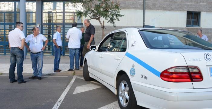 Los taxistas de Santa Cruz vestirán uniforme obligatorio desde el 1 de febrero