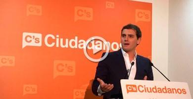 """Rivera dice al PSOE que no es momento de """"batallas internas"""" y le insta a negociar su abstención con el PP"""