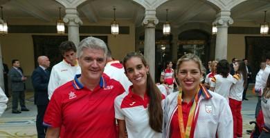 Alonso, Rolo y Guada, con los reyes de España