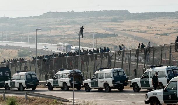 Decenas de subsaharianos consiguen entrar a Melilla tras saltar la valla