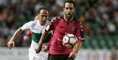 Carlos Ruiz renueva por una temporada con el CD Tenerife