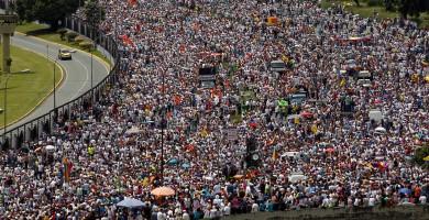 Partidarios del revocatorio a Maduro toman parte de la 'Toma de Caracas' convocada por la MUD en Caracas | FOTO: REUTERS/Christian Veron
