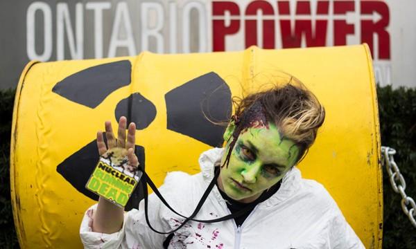 Cientos de 'zombies' participan en las carreras populares de Greenpeace para pedir el cierre de las centrales nucleares