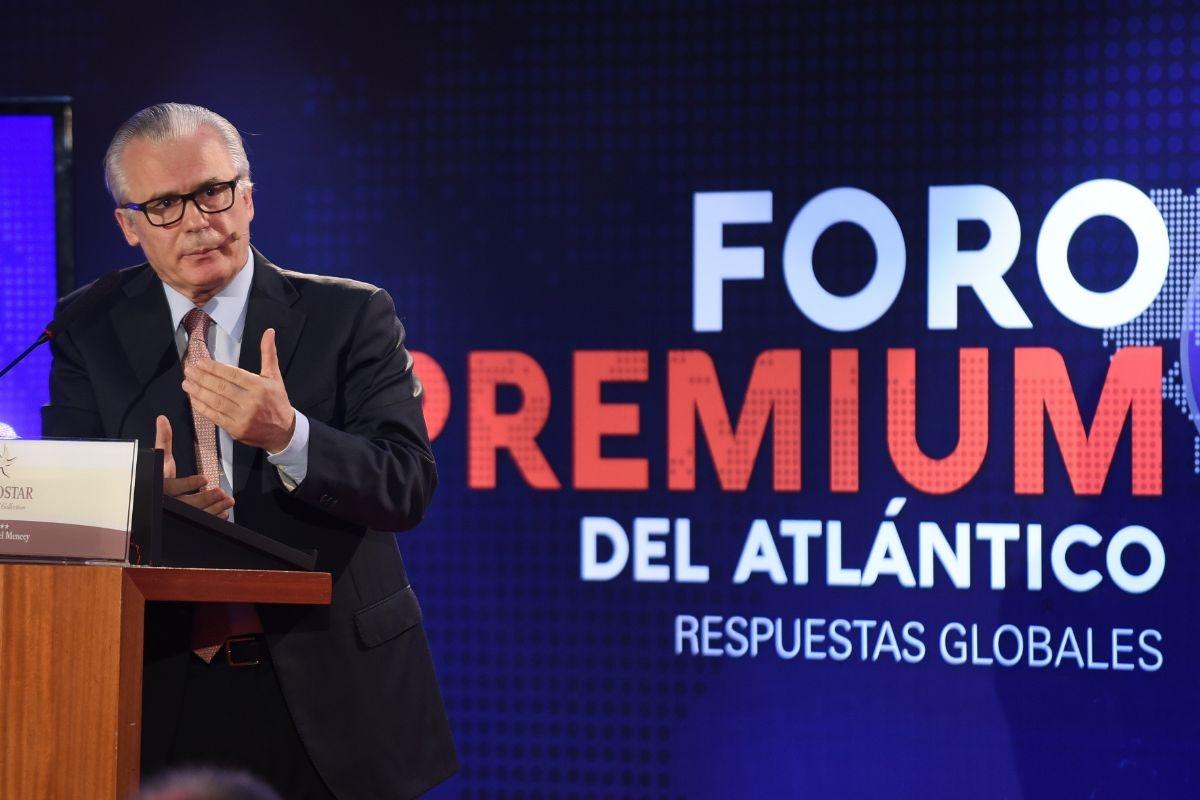 Baltasar Garzón, en el Foro Premium del Atlantico, celebrado en el Hotel Mencey. / SERGIO MÉNDEZ