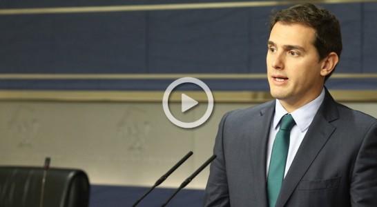 """Rivera habla con Rajoy y le confirma el """"sí"""" de Ciudadanos a su investidura"""