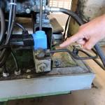 Un diminuto vástago de un milímetro hizo saltar la pequeña válvula -de color azul en la foto- y produjo una fuga de amoníaco en la empresa Kalise. Foto/Norchi