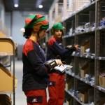 Trabajadores en campaña de Navidad | FOTO: EUROPA PRESS