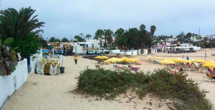 El fiscal acusa a 80 personas de estafar a La Oliva con la gestión de hamacas
