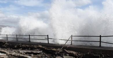 La Aemet activa el aviso amarillo en Canarias por lluvias y olas de cinco metros